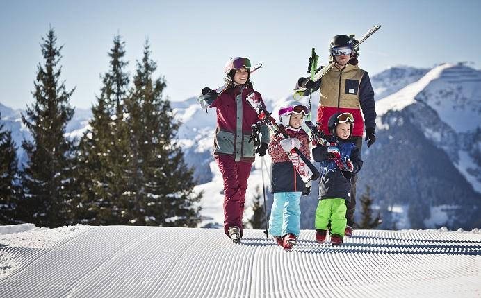 Skiing in Saalbach Hinterglemm, copyright: saalbach.com   Mirja Geh