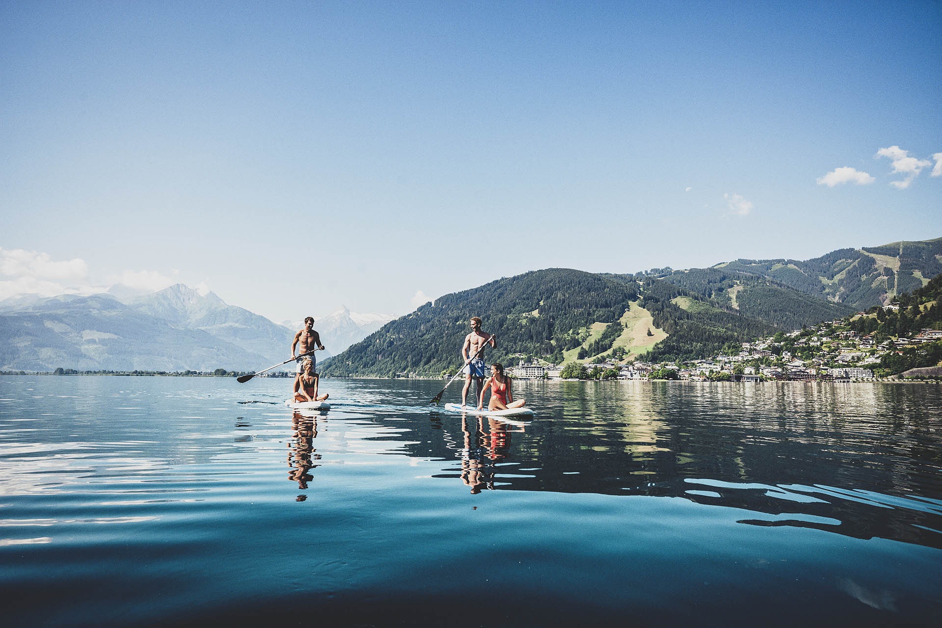 stand-up-paddling-am-zeller-see---stand-up-paddling-at-lake-zell-c-zell-am-see-kaprun-tourismus